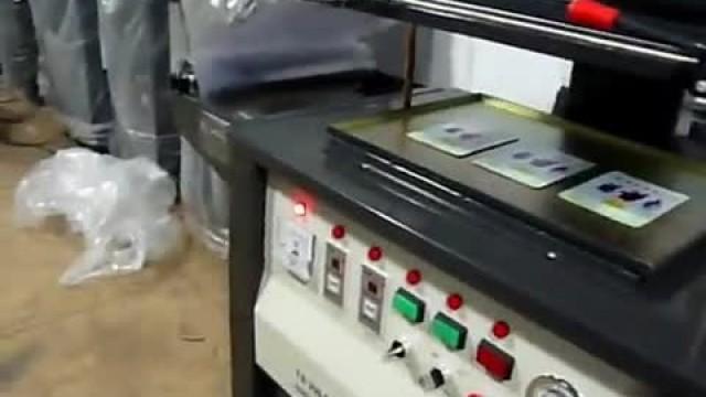 دستگاه بسته بندی اسکین پک مکانیکی – حرارتی